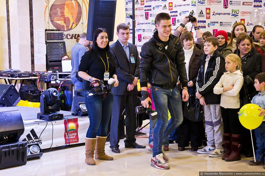 Фотографы и зрители в ожидании шоу