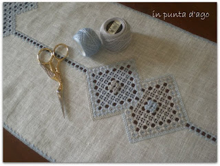 http://silviainpuntadago.blogspot.com/2011/08/perl-8-grigio-415-perl-8-celeste-3325.html
