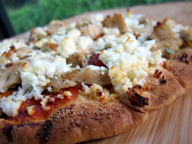 Chicken Marinara Flatbread - chicken, Greek seasoning, feta and marinara baked onto of a delicious naan flatbread - quick and easy dinner! Ready in 10 minutes!