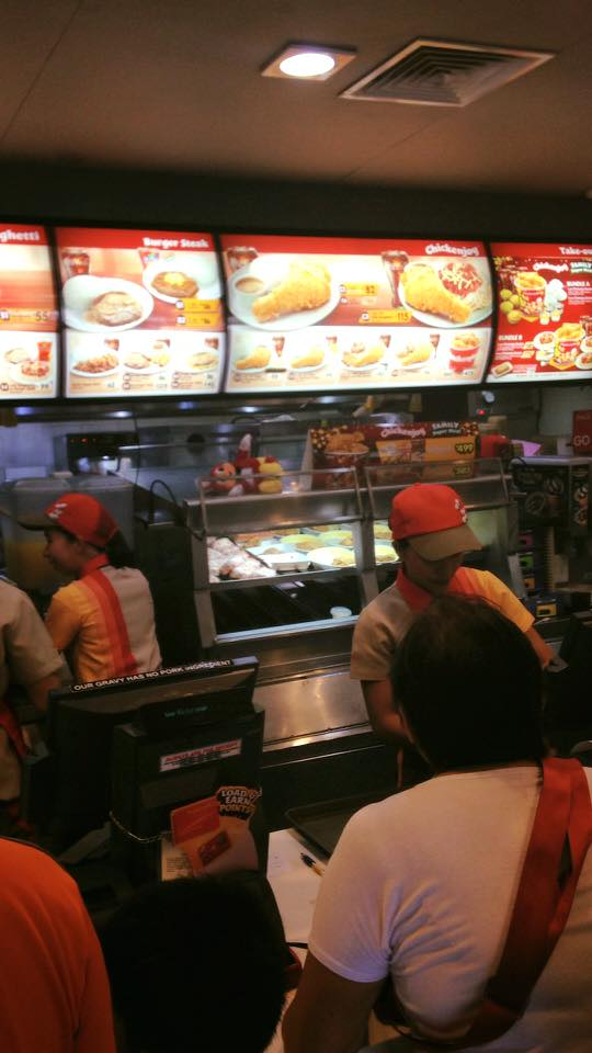 Netizen's Post About What He Saw On A Jollibee Store During Work Hours Goes Viral! Why? See It For Yourself!