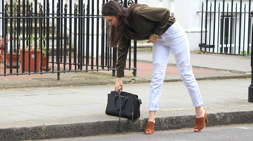 peexo-fashion-blogger-wearing-khaki-shirt-ripped-white-boyfriend-jeans-and-brown-mules