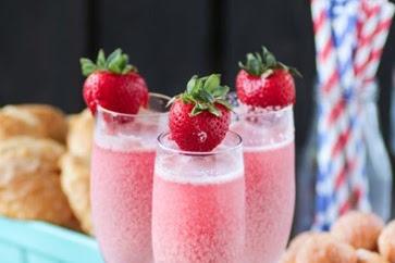 Strawberry Cream Mimosa #christmas #drink
