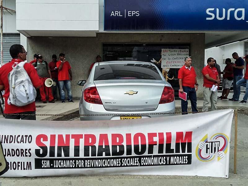 Protesta de Sintrabiofilm en Cartagena denuncia complicidad entre empresa y ARL Sura