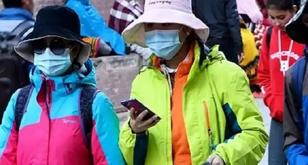 """«Ξέθαψαν» Νέο """"φονικό ιό που απειλεί την Κίνα""""  – Νεκρός μέσα σε λεωφορείο λένε (βίντεο)"""