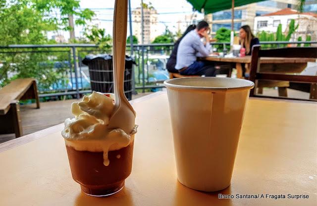 Sobremesa e café do Mocotó Café, Mercado de Pinheiros, São Paulo