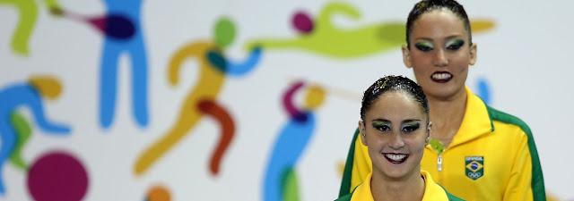 Dueto brasileiro treina com treinadora considerada melhor do mundo no nado sincronizado