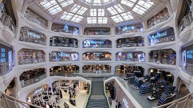 Interior loja Primark Gran Via em Madri