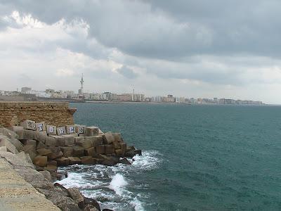 Playa de La Victoria, Cádiz considerada la mejor playa urbana de Europa.