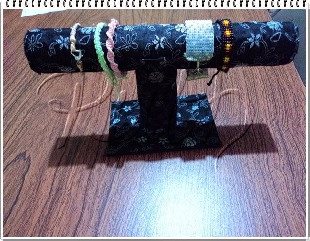 Reciclar tubos de papel film en dispensador de bisuteria