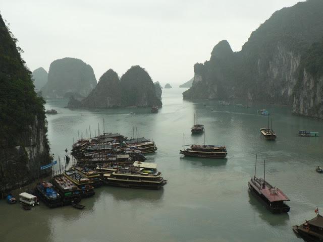 Teluk Ha Long, salah satu Situs Warisan Dunia di Vietnam