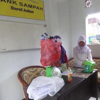 Dengan Management terbaik dalam mengelola Bank Sampah