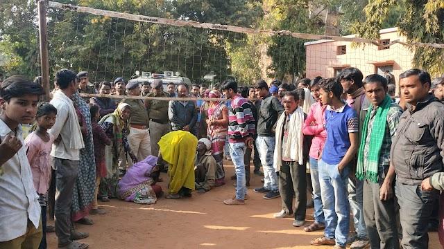पुलिस पर कार्यवाही की मांग को लेकर थाने के बाहर प्रदर्शन.. मडियादो में कुएं में गिरकर युवक की मौत के बाद ग्रामीणों में आक्रोश..