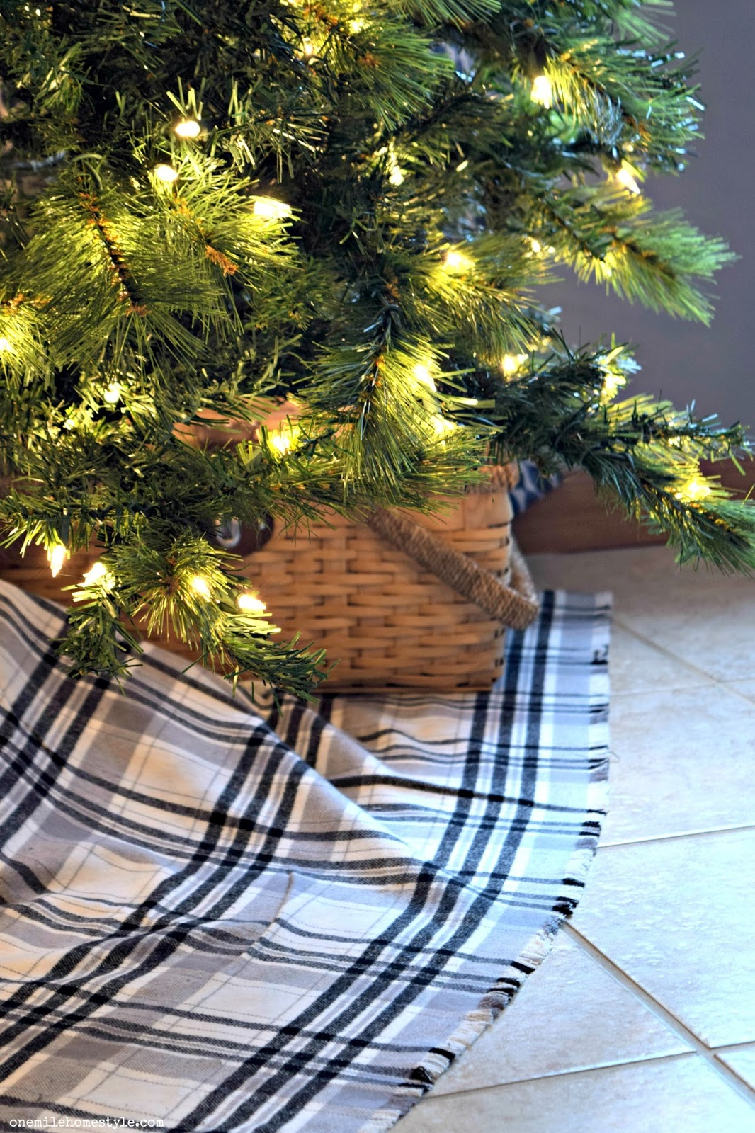 Easy No-Sew Plaid ChristmasTree Skirt
