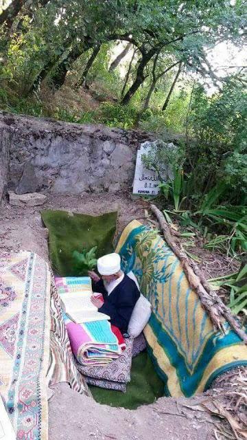 Kakek Ini, Ngaji Al Qur`an Di Liang Lahat Yang Sudah Dipersiapkan Untuk Kematiannya