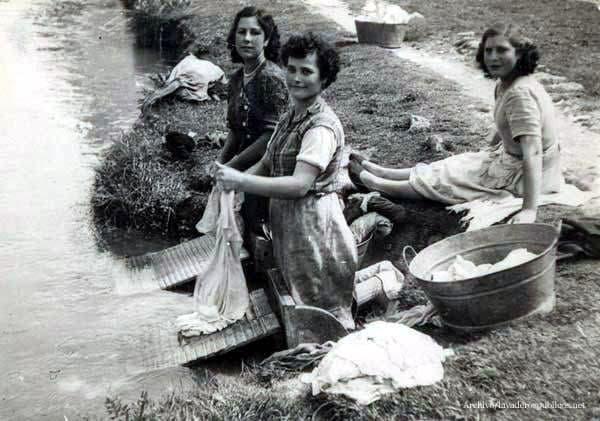 lavando-en-el-rio