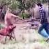 (Video) Lelaki Tumbuk Kanggaroo di Muka Untuk Selamatkan Anjing Peliharaannya