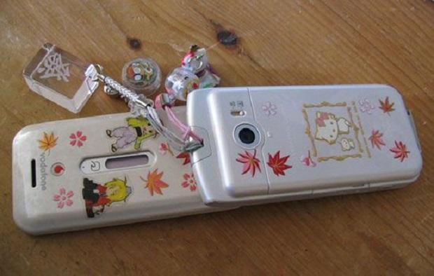 Tahukah Kamu ? 8 Kebiasaan Unik Orang Jepang Saat Menggunakan Smartphone ?,...