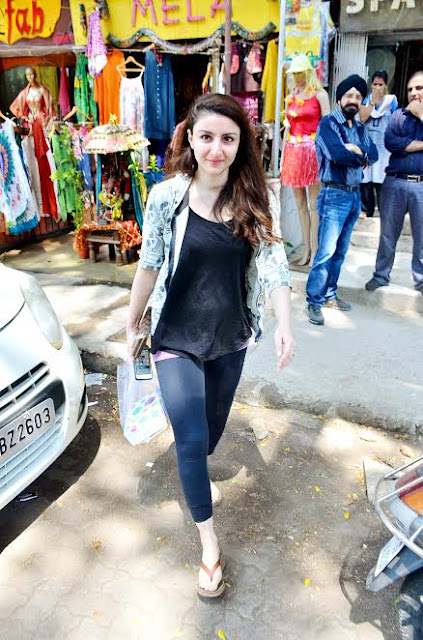 #SohaAliKhan going to be MoM - expecting her first baby -  flaunts her baby bump in style!