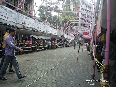 A narrow line of devotees at the Ganesh Galli Ganpati Pandal in Mumbai