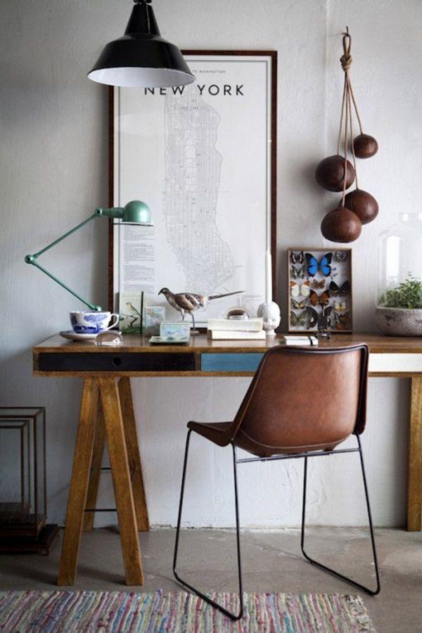mesa  com tampo e pés de cavalete de madeira