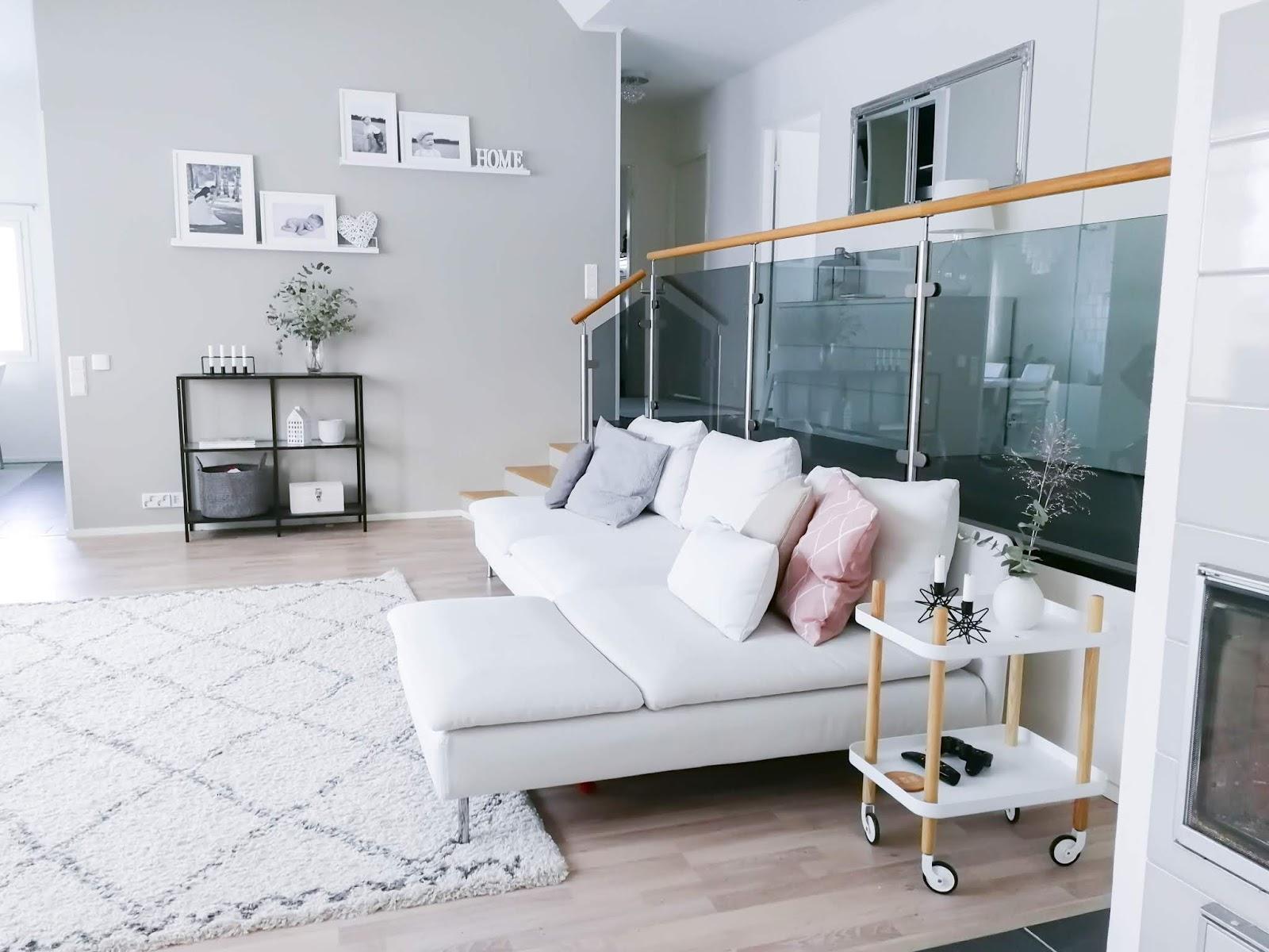 Nelli K: Valkoinen Söderhamn-sohva olohuoneessa