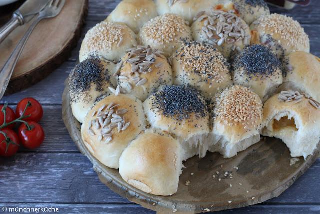 Brötchensonne gefüllt mit Hochland Sandwichscheibenkäse Mild-Würzig.