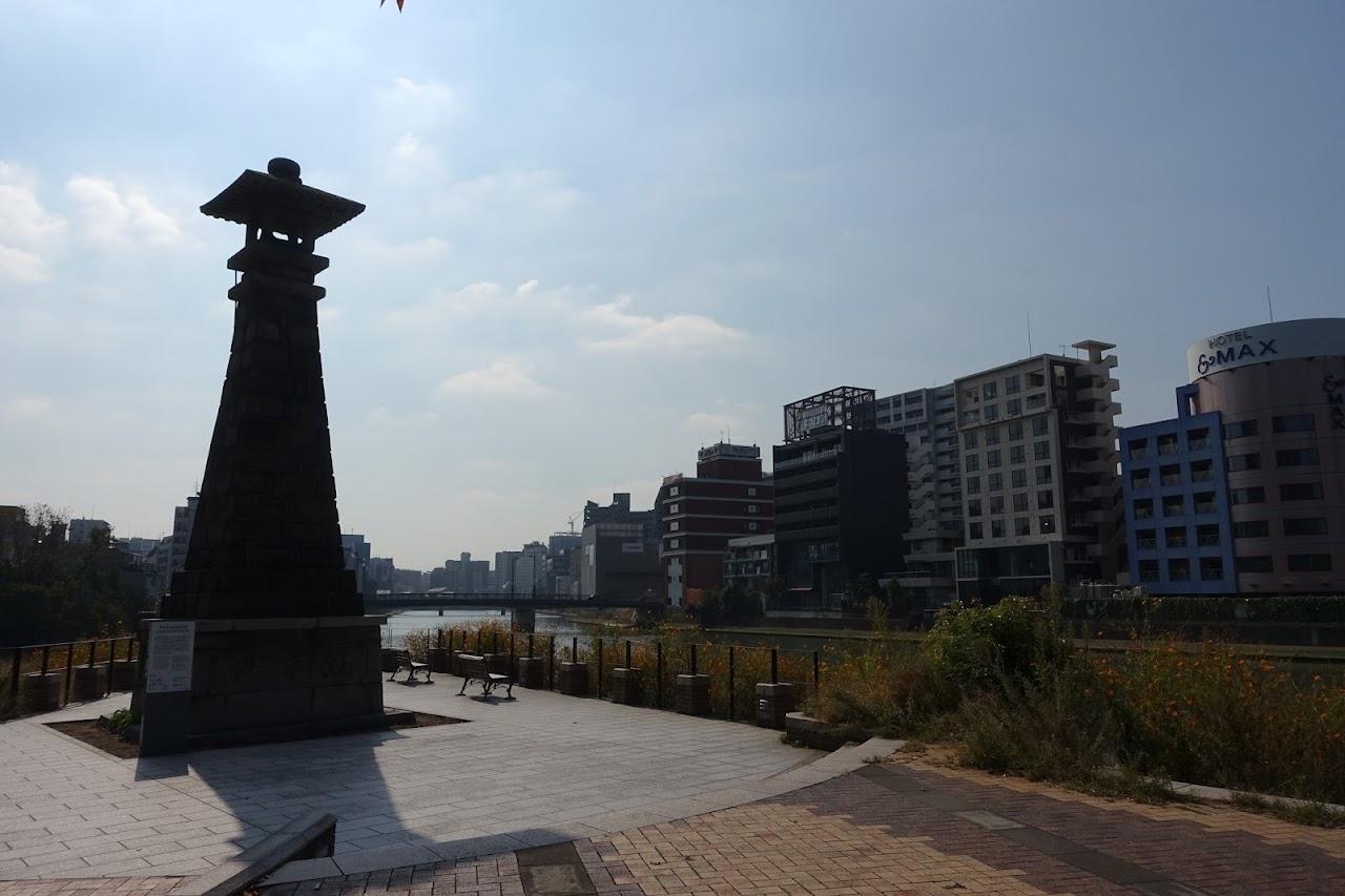 博多町家寄進高灯籠(Lantern donated by Hakata Merchant)
