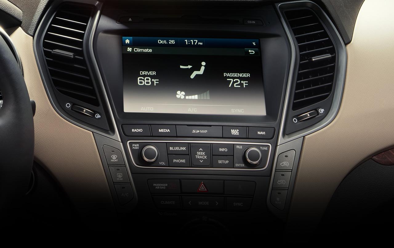 Hệ thống kết nối, hiển thị thông tin của Hyundai SantaFe 2017 đã hiện đại hơn các đời tiền nhiệm rất nhiều