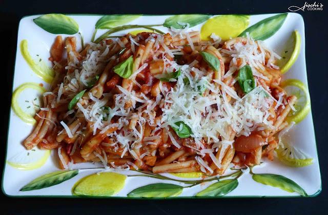 fischiscooking, pasta, casarecce, zucchini, tomatensauce