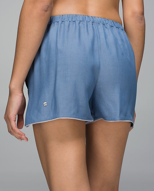 lululemon-wake-and-flow-shorts
