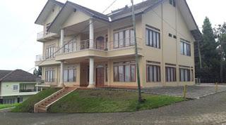 villa besar untuk keluarga besar di lembang