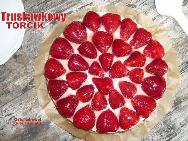 Pyszny torcik truskawkowy - Czytaj więcej »