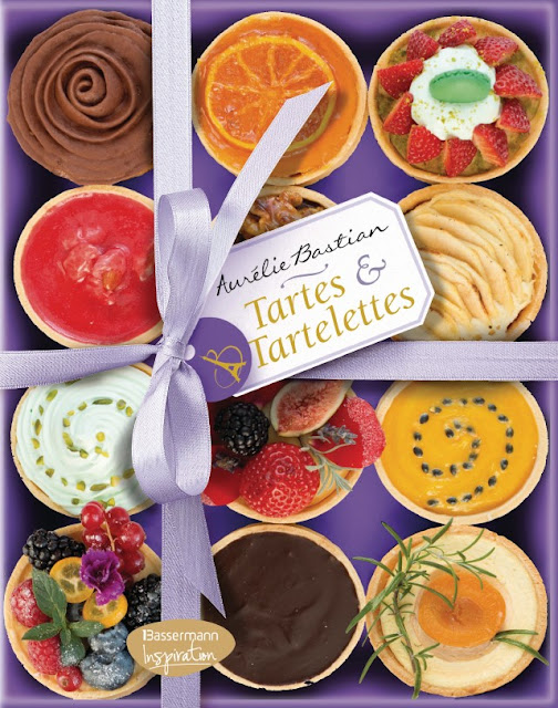 Tartes und Tartelettes - Aurelie Bastian: Buchvorstellung mit Rezept für Rosentarte #rosentarte #buchvorstellung #rezept #duftrosenverwenden #rosederesht #backen Foodblog Topfgartenwelt