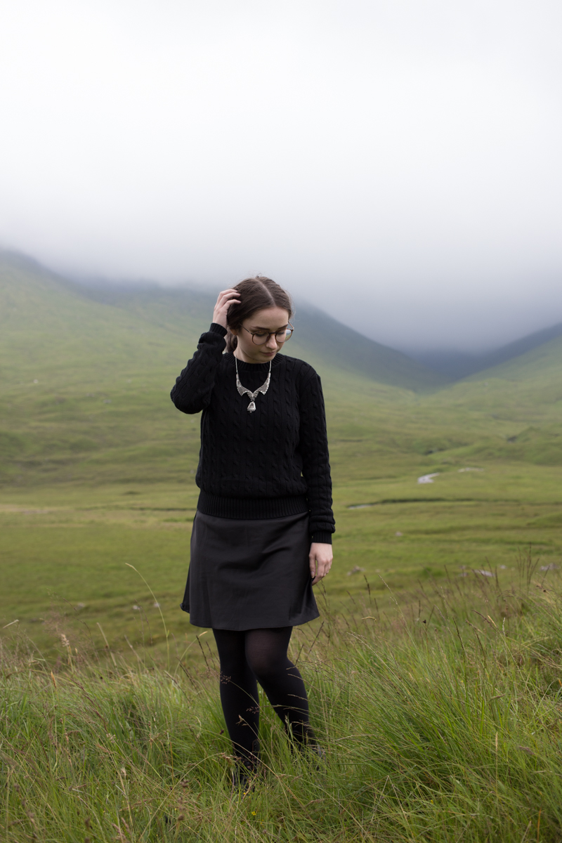 isle of skye landscape all black outfit fashion blogger