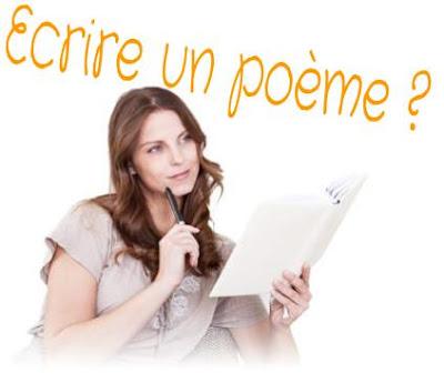 Belle femme écrire des poèmes d'amour