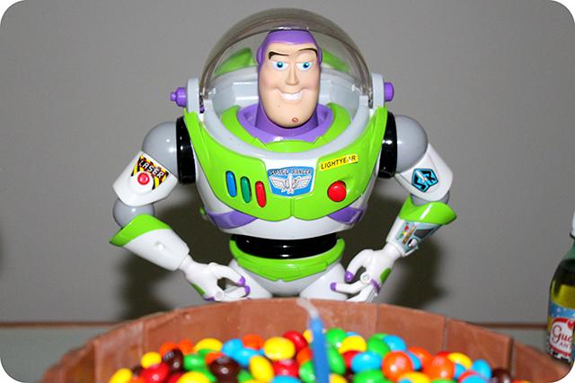 Buzz Lightyear - Mêsversário com Decoração do Toy Story