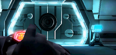 A pesar de tener un diseño algo diferente, el hombro poligonal y azulado de la misteriosa figura es una clara referencia a Sylux