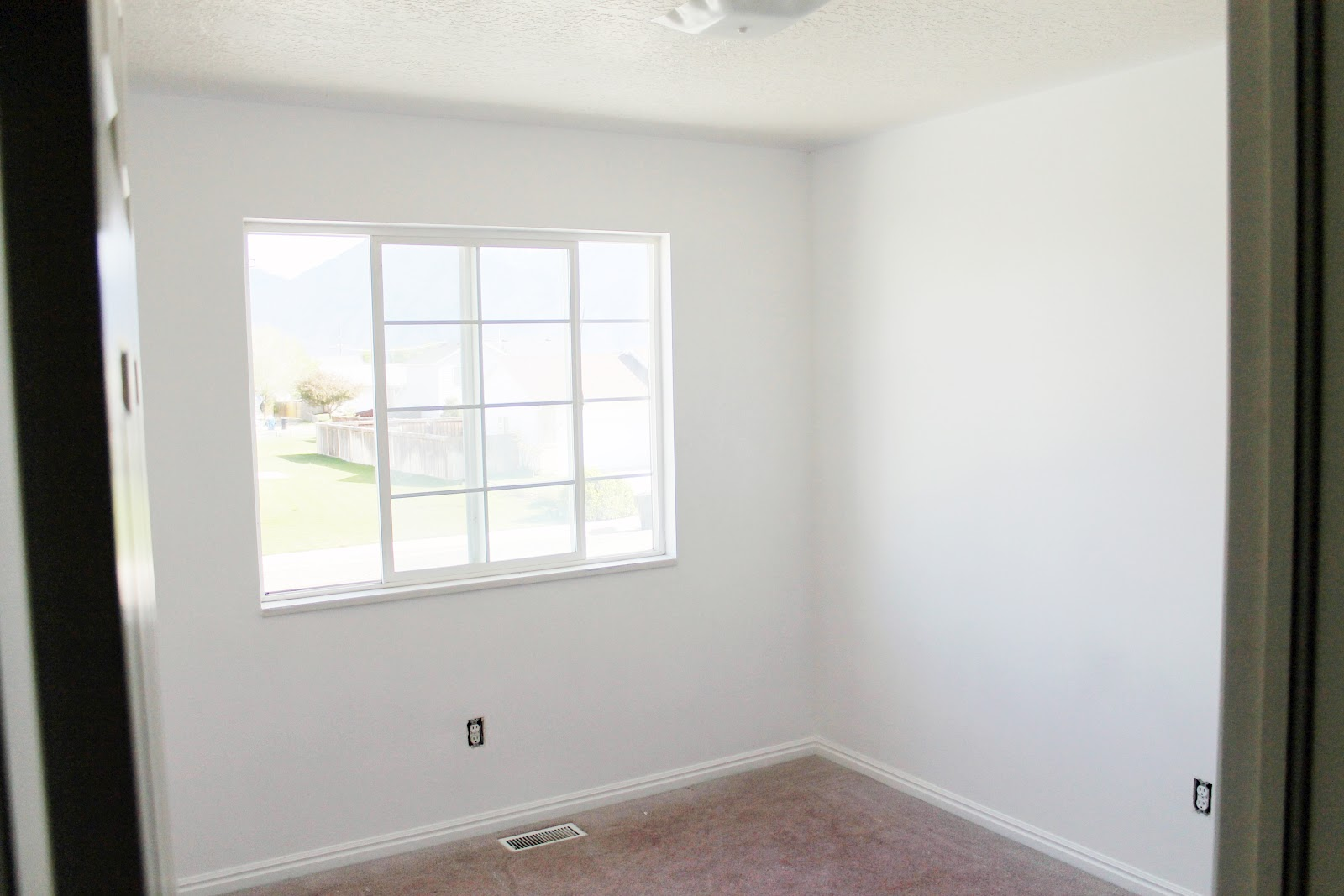 White walls and reader 39 s choice ceiling paint color - Eggshell paint on walls ...