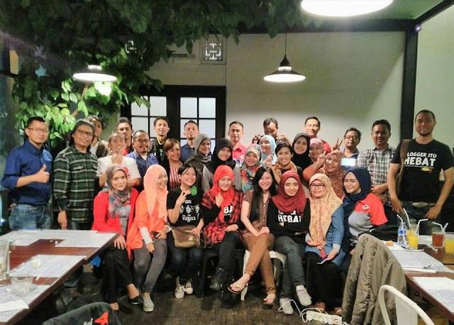 http://www.catatan-efi.com/2016/04/makan-malam-bloger-bandung-bareng-jne.html