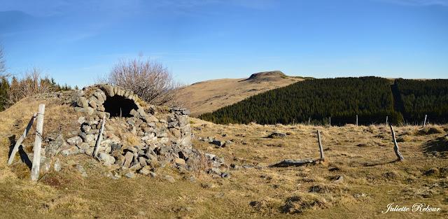 Randonnée dans le Cantal près des volcans