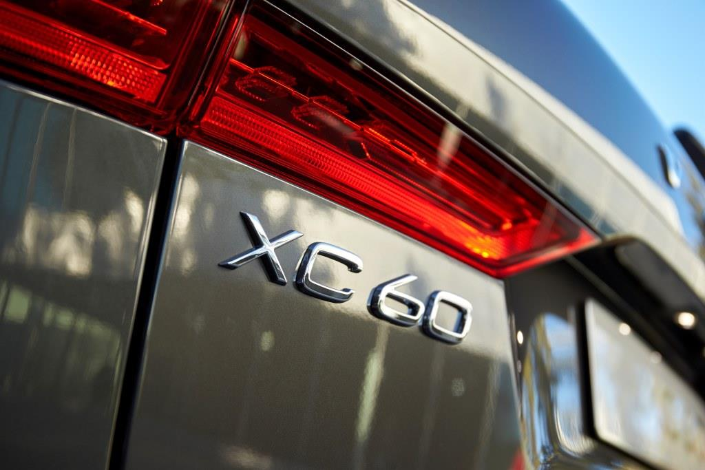 foto nuova volvo xc60 2017 logo auto xc60