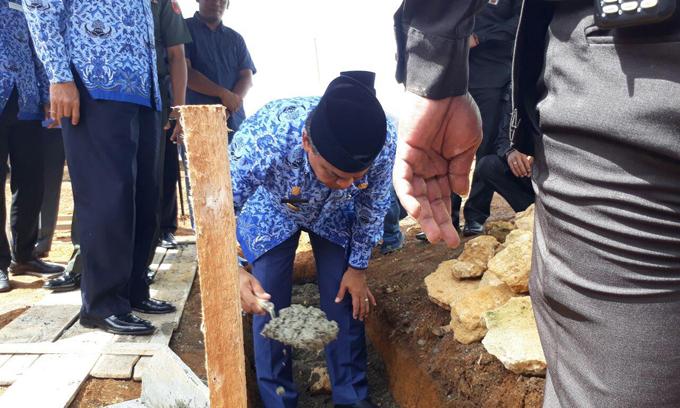 Bupati Bone Letakkan Batu Pertama Pembangunan Masjid Al Mulk
