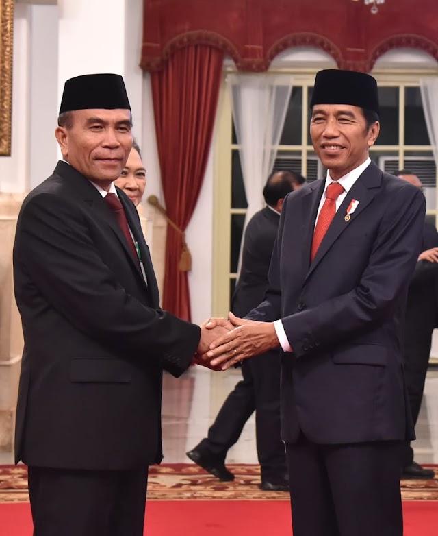 Presiden Joko Widodo Lantik Hinsa Siburian Jadi Kepala BSSN