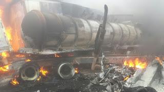 Tras carambola se incendian vehiculos en autopista Orizaba-Puebla; tres muertos