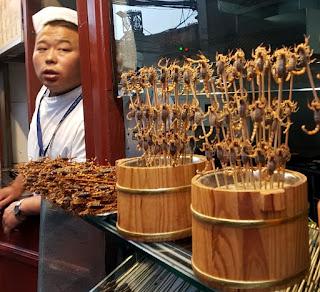 Por que os chineses comem insetos