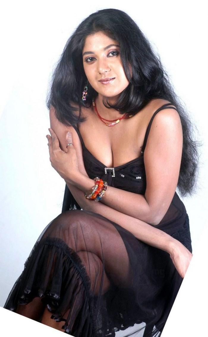 Kannada Actress Yagna Shetty Hot Latest Photo Gallery -8276