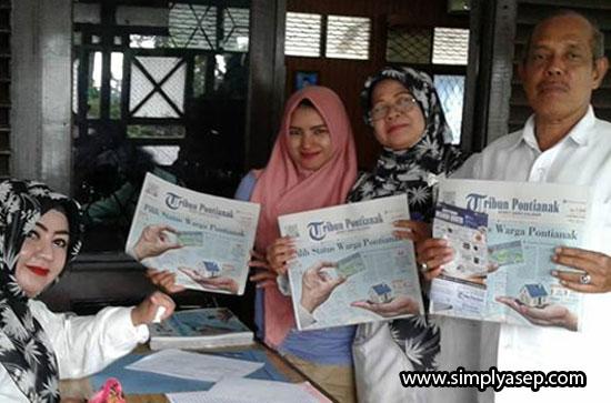 MERAKYAT:  Koran Tribun Pontianak  semakin dicintai masyarakat Kalimantan Barat. Pelanggan terus bertambah setiap harinya . Foto Asep Haryono