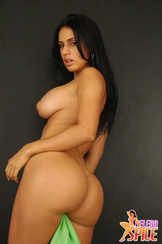 selena-spice-naked