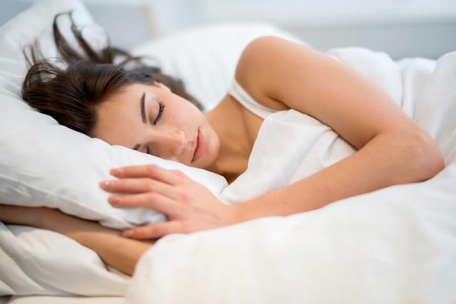 7 Efek Buruk Tidur dengan Lampu Mati untuk Tubuh