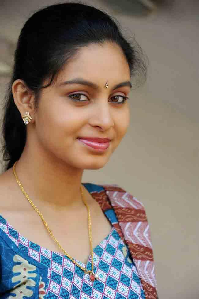 Abhinaya Actress Profi...